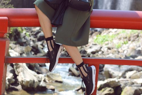 NATURE, WATER & FASHION! Sneakers are the best option for a nice day outside, don't you think? http://jenniferbachdim.com/2015/05/28/nature-water-fashion/