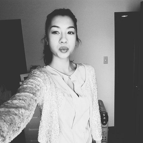 Black & white kisses ⚪⚫ #blackandwhite #black #white #Selfie #kiss #kisses #smooch #JenniferBachdim  Don't forget to check out the gorgeous fashion & beauty network @clozetteid  #clozetteid #clozetteambassador #jenniferbachdimxclozetteid