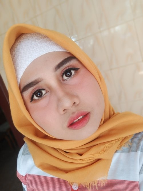 Korean Look with peachy cheek and ombre lips