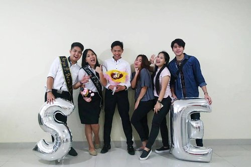 """<div class=""""photoCaption"""">Congraduation all my lovely🎓🎓🎓<br /> Welcome to the real world : <br /> Raven P. Siagian, SE👦🏻<br /> Ezra P. Mentu, SE👧🏻<br /> Arya P. Dera, SE👦🏻<br /> .<br /> .<br /> .<br /> .<br /> .<br />  <a class=""""pink-url"""" target=""""_blank"""" href=""""http://m.clozette.co.id/search/query?term=congraduation&siteseach=Submit"""">#congraduation</a>  <a class=""""pink-url"""" target=""""_blank"""" href=""""http://m.clozette.co.id/search/query?term=graduation&siteseach=Submit"""">#graduation</a>  <a class=""""pink-url"""" target=""""_blank"""" href=""""http://m.clozette.co.id/search/query?term=yudisiumday&siteseach=Submit"""">#yudisiumday</a>  <a class=""""pink-url"""" target=""""_blank"""" href=""""http://m.clozette.co.id/search/query?term=yudisium&siteseach=Submit"""">#yudisium</a>  <a class=""""pink-url"""" target=""""_blank"""" href=""""http://m.clozette.co.id/search/query?term=greatday&siteseach=Submit"""">#greatday</a>  <a class=""""pink-url"""" target=""""_blank"""" href=""""http://m.clozette.co.id/search/query?term=friend&siteseach=Submit"""">#friend</a>  <a class=""""pink-url"""" target=""""_blank"""" href=""""http://m.clozette.co.id/search/query?term=bestfriends&siteseach=Submit"""">#bestfriends</a>  <a class=""""pink-url"""" target=""""_blank"""" href=""""http://m.clozette.co.id/search/query?term=collage&siteseach=Submit"""">#collage</a>  <a class=""""pink-url"""" target=""""_blank"""" href=""""http://m.clozette.co.id/search/query?term=clozette&siteseach=Submit"""">#clozette</a>  <a class=""""pink-url"""" target=""""_blank"""" href=""""http://m.clozette.co.id/search/query?term=clozetteid&siteseach=Submit"""">#clozetteid</a>  <a class=""""pink-url"""" target=""""_blank"""" href=""""http://m.clozette.co.id/search/query?term=vsco&siteseach=Submit"""">#vsco</a>  <a class=""""pink-url"""" target=""""_blank"""" href=""""http://m.clozette.co.id/search/query?term=vacocam&siteseach=Submit"""">#vacocam</a>  <a class=""""pink-url"""" target=""""_blank"""" href=""""http://m.clozette.co.id/search/query?term=vscogram&siteseach=Submit"""">#vscogram</a>  <a class=""""pink-url"""" target=""""_blank"""" href=""""http://m.clozette.co.id/search/query?term=vscogood&siteseach=Submit"""">#vscogood</a></div"""