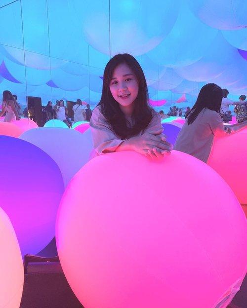 senyum senyum abis gajian🤭 btw ada yang udah ke sinikah?📍@futureparkjakarta....#ootd #ootdindo #clozette #clozetteid #weekend #weekendvibes #ootdfashion #ootds #styleoftheday #sossenseofstyle #beautyblogger #holiday #light #futureparkjakarta #futurepark