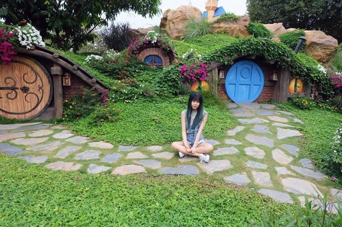 💃🏻 found this hobbit house yayy!  #clozette #clozetteid  #beautynesia #beautynesiamember #hobbithouse #hobbithole #traveldiary #bloggerlifes #asian