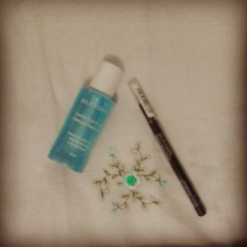Just got this eye n lip makeup remover and natural brow pencil #darkbrown from @silkygirl_id . Sooo hard to find this shade, and lucky me, i got it in @malciputrajkt :D  #makeup #beauty #eyebrow #instadaily #instamakeup #instamood #clozetteID