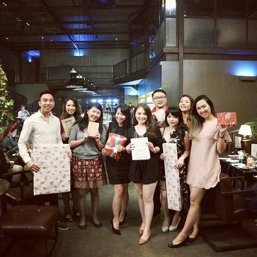 Had a great time with these peeps! Merry Christmas everyone! 📷📷📷🎡🎄 #merrychristmas #christmasdinner #leon #exchangegift #christmasgift #clozetteid #lowlight #girls