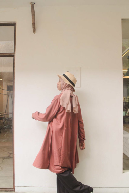Hi, This was my outfit look last year about a month ago and this is my first upload here. i wore dusty pink tunic, black wide pants, with pink hijab and a hat. That combination made me feel comfy and taller cause i wore heels too. Love it.