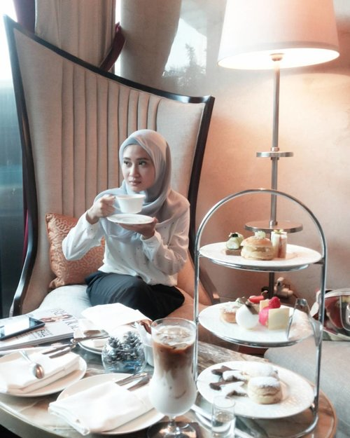 Spend more time with people who bring out the best in you, not the stress in you . . #PositiveVibes #AfternoonTea #RafflesHotels #RafflesJakarta #RafflesHotelJakarta #FoodGram #FoodGasm #clozetteid