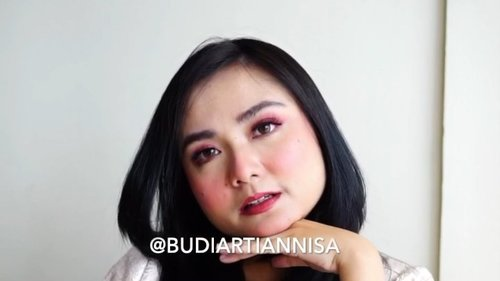 Hola Babes💛 It's my Make Up Of The Day with all my favorite make-up products 😘. Pink peachy eyes, peach blush and mauve lips..well that was just me being me💋 Fyi itu lipstick favorit dari entah kapan dan sekarang udah tinggal setitik mau abis. So I dedicate this video to my Urban Decay Vice Lipstick - shade Hitch Hike . . . MakeUp Details 💛Dior Forever Foundation shade 021 @diormakeup 💛 Diorskin Forever Compact shade 020 💛 Cheek Stain Peach Melba @blpbeauty 💛EyeShadow - Irene @lookecosmetics 💛False Lashes- Touche @artisanpro 💛 Urban Decay Vice Lipstick shade Hitch Hike @urbandecaycosmetics . . #ichamaucerita #makeuptutorial #motd #dailymakeup #clozetteid