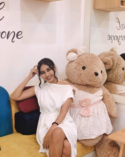 Ketemu kawan pipi bulet🐻 . . . . . . . . . . . . #clozetteid #bear #teddybear #pink #girl #girly #selfie #happy #smile #photography #photographer #photooftheday #pictures #pictureoftheday #vsco #vacocam #hair #hairstyle #hairdo #haircut #dress #white #likeforfollow