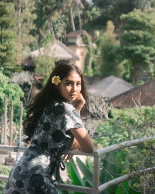 Lagi. Kangen. Rambut. Panjang. Qu. He he🤓 . . . . . . . . . . . . . . #clozetteid #photography #photoshoot #ubud #balibible #bali #instagood #blur #instadaily #instamood #instalike #model #ootd #green #holiday #mood #longhair #flowers #weekend #vsco #indomodel #hair #sunset #vacation #island #life #lifestyle