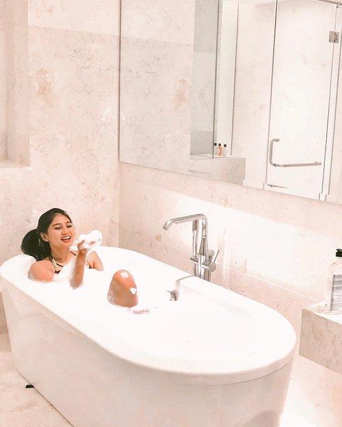 Pakpung🛀💦.......#clozetteid #bathtub #bath #shower #vsco #goodday #instagood #goodvibes #instamood #instagram #bali #island #tropical #girl #tanning #tan #baliguide #hair #hairstyle #beauty #photography #photooftheday #beach #beachwear #summer #holiday #bubbles #bodywash #bikini
