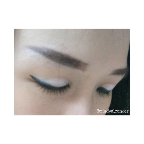 When my #eyebrowonfleek 😎❤ #clozetteID . #koreanmakeup #koreaneyebrow #straighteyebrow . I'm using eyebrow pencil legend from Indonesian Local Product @viva.cosmetics 😎❤ and lovely eyeliner product from @maybelline ❤🎉