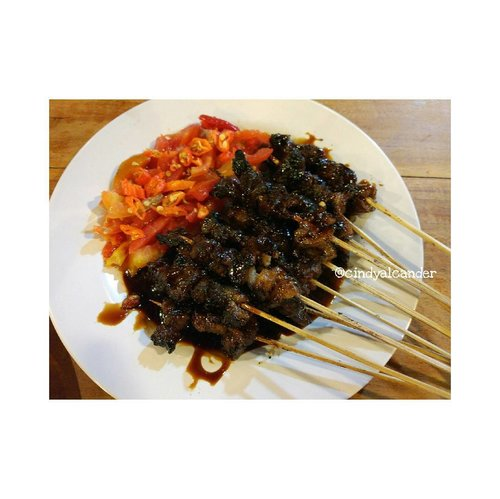 #SateMaranggi ❤😍❤ seger dengan tomat mentah dan cengek domba diiris2... Sate Kambing the besttt 😎😎😎 . #alca_food #foodie #goodfoodgoodlife #foodblogger #streetfood #culinary #kuliner #clozetteID . Points : 4 / 5