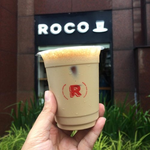 I'm quite addicted to Es Kopi Susu. Glad to know there's a small coffee shop at the corner outside Apartemen Istana Sahid, it's @roco.id. They instantly get regular customers who thirsty for pocket friendly Es Kopi Susu Jaya (20K). I like their Es Kopi Susu, not too milky, rich in coffee flavor, and not overly sweet, so meet my liking ☕️...#roomforcoffee #clozetteid #coffeeshop #butfirstcoffee
