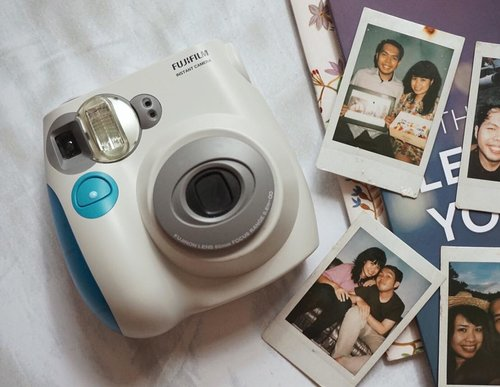 This is the one & only Instax Mini 7s I have. I bought it circa 2012/2013, barely used it. Captured a few sweet old memories back in those days._And I let it alone, abandoned it deep down on the cabinet. I haven't checkin' out whether it's still functional or not._Why don't give it a try? Bring it on to capture another joyful journey 📷...#clozetteid #instaxmini #polaroidsnap #polaroidgram #instaxmini7s #picoftheday #instaxindonesia