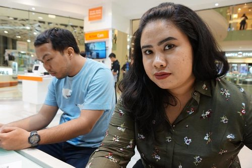 That stare when hubby still considering to lend or not to lend his credit card to his wife 🤳🏼 #sonya5000 #clozetteID #a5000