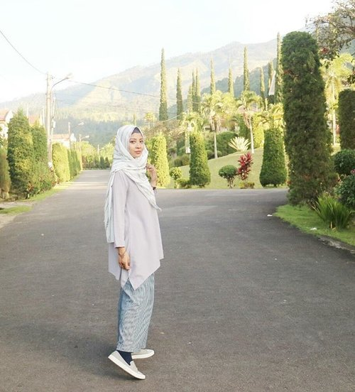 A comfy yet still covering body line is indeed my a-must for holiday. 😊Btw, liburannya udah habis. Huaaa.. 😭😭 #BackToWork #liburannyahabis#masihpengenleyehleyeh#clozetteid #starclozetter #ootdindo #ootd #hijabilady #hijabcouture #muslimahapparelthings #muslimahchamber #hijabfashion #girlysaputri #hijabstreetstyle