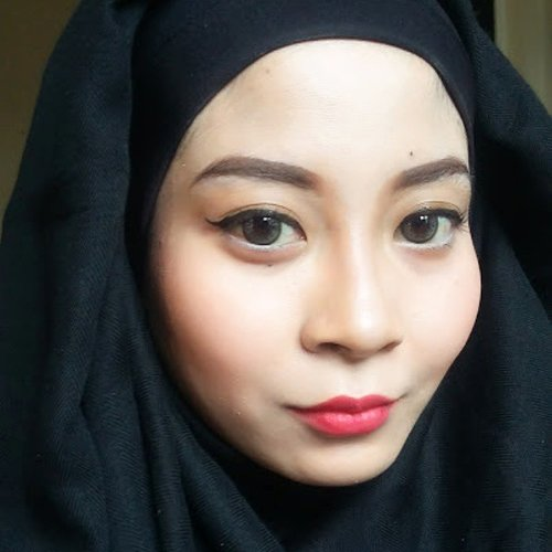 Red lipstik. Tutorial sudah ada di youtube. Link  nya ada di bio yaa. 😊😊 🌸🌸🌸🌸 Red Lipstick Makeup Tutorial is uploaded. Link on bio. 😊😊 #clozette #clozetteid #makeup #inssta_makeup #hudabeauty #universodamaquiagem_oficial #vegas_nay #americanhijabbeauty #mua #wakeupandmakeup #anastasiabeverlyhills #americanhijab #makeupartistsworldwide #makeupglitz #confettibeauty #makeupfanatic1 #fiercesociety #makeupartist #houseofmua #pinkperception #getglamwithgi #carolinebeautyinc #makeupslaves #slave2beauty #miaumauve #beautybloggers #tutorial