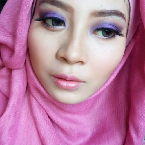 Sweet Purple Makeup Look. Link in bio. 😍👑 Eyeshadow base Latulip.👑 Eyeshadow Coastal Scents 85 Eyeshadow and Blush Pallette. @coastalscents👑 Eyelashes dari @grandeyelash 👑 Lipstick Maybelline 805 Kissable Pink.#clozette #clozetteid #makeup #inssta_makeup #hudabeauty #universodamaquiagem_oficial #vegas_nay #americanhijabbeauty #mua #wakeupandmakeup #anastasiabeverlyhills #americanhijab #makeupartistsworldwide #makeupglitz #confettibeauty #makeupfanatic1 #fiercesociety #makeupartist #houseofmua #pinkperception #getglamwithgi #carolinebeautuinc #makeupslaves #slave2beauty #miaumauve #beautyblogger