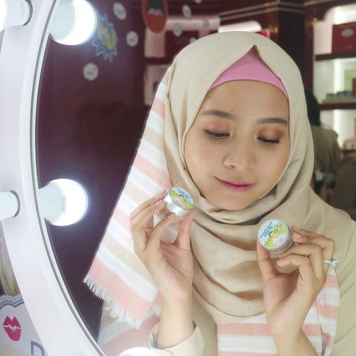 So here it is, @thebalmid  store at @ciputraworldsby has such a pretty vanity mirror. 😍 Di foto aku pegang foundation baru dari The Balm. Namanya Even Steven. Lucu banget soalnya foundation ini terinspirasi dari Disney Channel.  Review nya soon on my blog and youtube yaaa. 😄 #motd #makeupoftheday #thebalmsurabaya #clozetteid #evensteven #thebalm