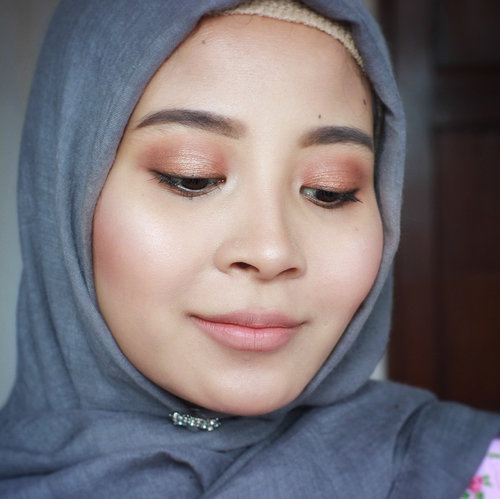 Long time no selfie.🙈 I tried something new and nude today. 😁 . Which one do you like? Without or with gloss on my lips? Swipe to check the picture. ☺️ #clozetteid #makeup #starclozetter #bblogger #nudemakeup #makeuplook #caaantik #caaantikbeautyblog