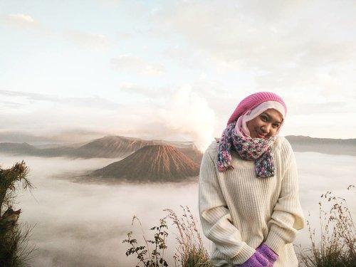 di atas awan 😇 #bromomountain #bromosunrise #bromo #amazingindonesia #visitmalang #visitjawatimur #clozetteid