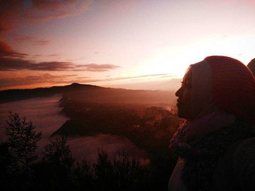 when the sun goes up ⛅ #cantstop #subhanalloh #kekuasaanAlloh #amazingindonesia #bromo #travelerindonesia #bromosunrise #clozetteid