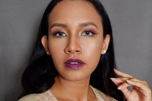 "Seperti bukan gue 🌚 . . . Btw It's my recreation of ""Purple Glits"" #MakeOverxJFW2018 #MakeOverWanted #MakeOverxSuhaySalim #MakeOverGiveaway @makeoverid @suhaysalim @dindarizz @s_fira"