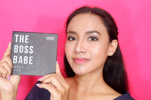 Daily Look with New Edition make up pallete from @makeoverid #Workyourlook The Boss Babe and Creamy Lust Lipstick @makeoverid shade . So it's one pallete for all of Two Way Cake, Blush On and Eyeshadow and you can use it as highlighter. Fell in love with this color 💗💗💗 @lykeofficial @makeoverid . #LYKExMAKEOVER #LykeAmbassador #OfficeGlamKit #ColorItMyWay #MakeOverID
