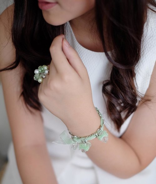Jewelry has the power to take a simple outfit and take it up a notch. Here wearing my Daisy charm bracelet and ring set in green from my jewelry line, #AlthaeaByVeronica @althaea.official . 💫  For those of you loyal followers, you may remember I started a clothing line earlier last year. Currently, I've been renewing its concept for my personal project, so definitely check it out if you haven't already!  _ #jewelry #clothingline #minimal #elegant #elegance