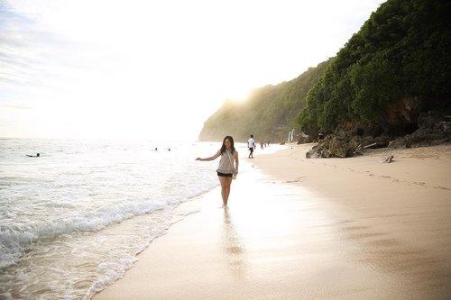 Just five weeks to summer break 🏖☀️🤗 📸: @cynthia__veronica . . . #travel #traveler #bali #balinese #balibabe #beachbabe #travelbali #explorebali #exploreindonesia #travelindonesia #karmakandara #karmabeach #summer #beachdays #beachhopping #cannonphotography #canonindonesia #canon6d #beachlife #beachwear #beachwalk #nofilter #sunlight #clozetteid