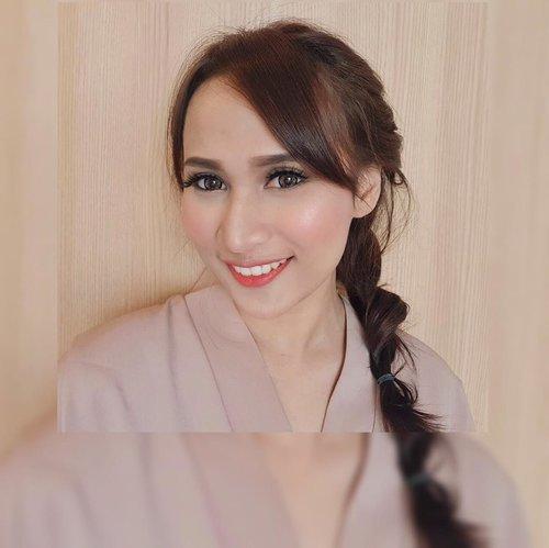 Selamat hari kartini wanita Indonesia.  Kali ini aku ikutan challenge untuk bikin Kartini look dan aku nyoba bikin simple twist hair dengan makeup ala aku. Model rambut ini super gampang untuk dicoba sendiri dirumah loh dan cucok buat dipake kartinian yang ga ngewajibin disanggul.  Oya, jangan lupa cek juga hasil makeup, hijab, dan hair do yang cucoook dipake kartinian lainnya. Collab with @jogjabeautygram_  1. @vikawidya 2. @Lutfiahhm 3. @lkhnsa 4. @acittta 5. @chilmaisnanda 6. @orystadera 7. @diankurniagalihnurseta  8. @irnaars 9.@rafchannisa 10.@febriolaasiregar 11.@alfirp 12. @datikwt 13. @hyclaaw 14. @raramispawanti  15. @safitriwindy 16.@bellamalista 17. @kezzooo 18. @wina_kurniawati 19. @thiodebby31 20. @Aullya26 21. @etriyuliandn 22. @ellizaefina  23. @kadeka_ 24.@madheayu 25. @chikarzky 26. @alfi_aristiyanii 27. @tatasyafiraa 28. @lidyamnc 29. @vitavalentin 30. @bibehtralala  #Jbgram  #collabsJbgramXkartinimakeup #jogjabeautygram #kartinidays #kartinimakeupchallenge #makeup #clozetteid #beauty #beautygram