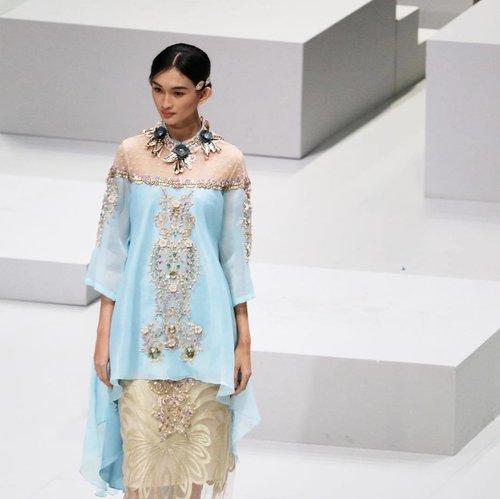 A beautiful pieces by @malikmoestaram @malikmoestaramofficial x @wardahbeauty from #wardahyouniverse collection last night at #indonesiafashionweek2017 | 📸 @chrismanlim #chrislimphotography #fashionshow #indonesiadesigner #clozetteid #ifw2017