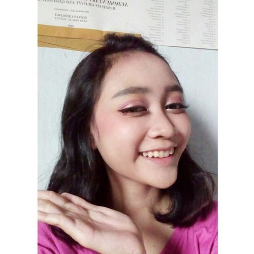 Mencoba bikin makeup look tapi gagal 😂  Btw aku ga pake foundation ataupun bb cream, cuma pake compact powder 💩  #beautytalk_indo #beautybloggerid #clozetteid #beauty #motd #beautyblog