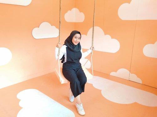 Edisi share foto lama dulu aja soalnya aku kangen bangettt main apalagi ke tempat yang ijo-ijo gitu🌲🌳 Btw, hari minggu depan udah lebaran lagi yaa? Ga kerasa pisan hihiSemangat terus semuanyaaaa, semoga bumi ini lekas membaik💪🙏 ••••#ootdhijab #hijaboftheday #clozetteid #hijabers #ootdhijabideas #hijabideas #ootd #fotolama #aesthetic #inspirasihijab #inspirasiootd