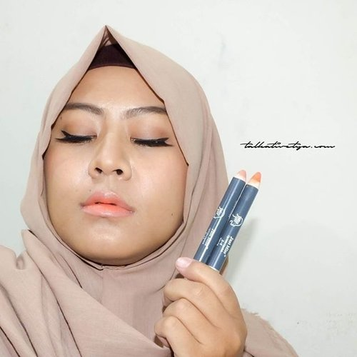 There are so many reasons why I love @justmiss_id lipsticks. One of them is I can mix two different colours to make a korean look like in this photo....I'm using Just Miss Lipstik J-5 & J-6....#indonesianhijabblogger #indonesiancosmetics #indonesianbeautyblogger #beauty #lips #ombrelips #lipstick #orangelips #nudelips #beautybloggerindonesia #beautybloggerid #bblogID #bbloggers #clozetteid #talkativetya #hijabers