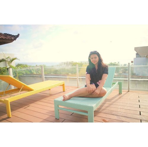 Ain't lookin skinny and aesthetic, but manage to post it because you all need to see the view from @bestwesternkutabeach 's rooftop pool ✨ . . . . . . #goldenhour  #bestwestern #bestwesternindo  #bestwesternkutabeach  #inthepoolwithayu #clozetteid  #lykeambassador  #balilivin  #balilife