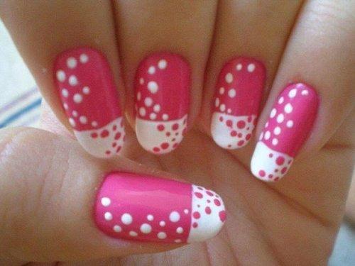 It,s pinky girls. Siapa yang suka warna pink? Nail art ini bisa dijadikan inspirasi lho :)