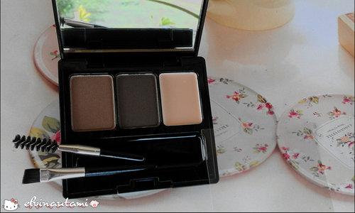 Eye brow powder dari Make Over ini multifungsi banget loh girls, gak cuma bisa buat ngalis aja. Warnanya juga tahan lama & pigmented, cobain deh! Baca review selengkapnya di www.pesonacleopatra.com (klik link di bio) ^_^  #makeover #makeoverid #reviewmakeover #instapic #photooftheday #ClozetteId #beautiesquad #produkkecantikan #produkindonesia #instamakeup #makeuptips #tutorialmakeup #makeupaddict #MakeupLook #review #produklokal #beautybloggerindo #indonesianbeautyblogger #indonesianfemalebloggers #bloggerindo #bloggerperempuan #makeup #skincare #beauty #beautyenthusiast