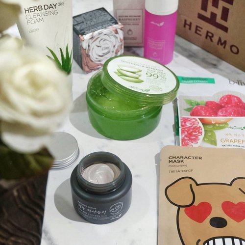 Happiness is a box of skincare from @hermoid! 😍 Please visit my blog to read the unboxing of @hermoid beauty box & review about Always21 Jeju Volcanic Deep Pore Cleansing Clay Mask (link on bio) #ClozetteID #ClozetteIDReview #HermoReview #HermoxClozetteIDReview