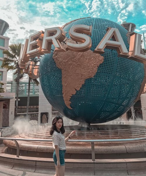 The un-ready pose at the must place to go 🌍 #touristlyfe . . . . . . . . . . #clozetteid #uss #universalstudios #potd #likes #universalstudiosingapore #travelgram #goexplore #placetovisit #ootd #instagood #instagram #holiday #holidaymood #visitsingapore #shortescape #traveling #amusementpark #resortworldsentosa #photooftheday #outfitinspiration #shorttrip
