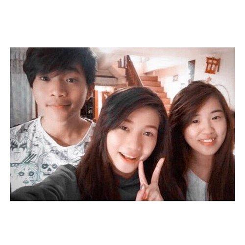 Happy Birthday our lilBro Renaldy 🎉🎂 Welcome to 20's club 😁😁 Panjang Umur, Sehat Selalu, Kuliah dilancarkan, cita2 tercapai 👨🏻🎓⚖️ dan terlebih selalu mengandalkan Tuhan dalam segala hal 😇🙏🏻😘 . . . . . . . . . . . . Ps. Bru sadar trnyata trg 3 so nd ad fto bersama ter-update , terakhir ini foto sktr 2thn lalu 😅😅 #birthday #birthdayboy #siblings #brothersister #family #ohana #lafamilia #love #blessed #wefie #instagood #clozetteid #likeforlikes #followers #togetherness #potd #tealandorange #lightroom