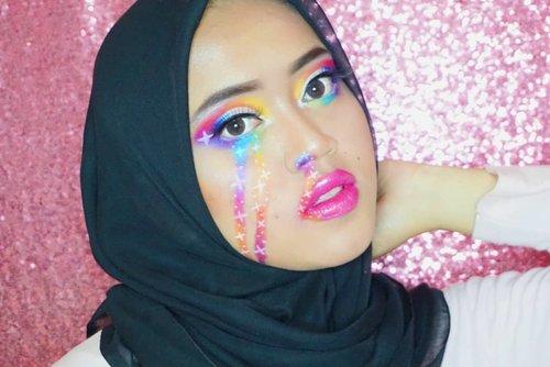 My rainbow tears 🌈😂 .  Lagi seneng makeup2 gini, masih belajar sih. Udah beli facepaint tapi baru warna putih, nyicil dulu satu2 hehehe 🤭 .  Deatails :  Eyeshadow : @beautyglazed @colourpopcosmetics  Eyebrow : @iomibeauty  Foundation : @maxfactor  Lipstick : @polkacosmetics @fentybeauty @maybelline  Eyeliner : @chicaychico_official .  #beautybloggerindonesia #clozetteid #makeupisart #makeup #makeuptutorial #facepainting #rainbow #makeupbynfb #art #peachymakeup #motd #bunnyneedsmakeup  #100daysofmakeup #wakeupandmakeup  #creativemakeup #colourfullmakeup #rainboymakeup #fentybeauty #colourpop #maybelline #polkacosmetics #maxfactor