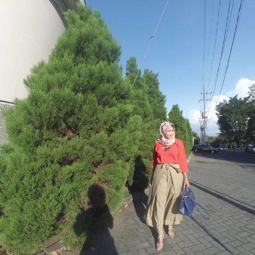 Tunggu aja, aku lagi jalan ke situ kok (: #mercing . . . . .  #clozetteid #hijabmojokerto #ootdmojokerto #ootdhijabindo #ilooknet #duahijabtrans7 #dailyhijab #diaryhijaber #layerpants #kulotpants #hootdduahijab #hootdindo #hijabstyle #hijabfashion