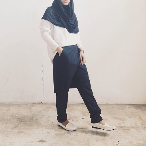 It's monday. Don't forget to be awesome. Skirt pants by Dress Up for Faith @hijup#VSCOcam #Hijup4thAnniversary #HijUpMoving4ward #clozetteid #ootdid #hotd