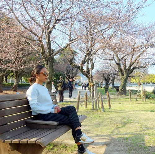 I would like to explore more about this world. Chasing another dreams. Cause I believe that nothing imposible. ❤ . . . .#sakuralisha #independentwoman #indonesianbeautyblogger #clozetteid #hiroshima #hiroshimapeacememorial #japan #sakura #spring #travellife #travelling #traveller #nihon #beautybloggers #holiday #vacation #solotrip #travel