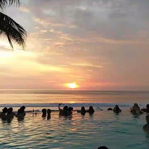 #throwback Best sunset from Potato Head Beach Club Bali. ❤... ... #sakuralisha #independentwoman #indonesianbeautyblogger #bali #potatohead #travels #holiday #traveller #travellife #followback #followforfollow #likeforlike #instagood #likeforfollow #followme #like4like #follow4follow #instagram #balistyle #beach #indonesia #fashion #sunset #clozetteid #summer #travelling #pool @potatoheadbali