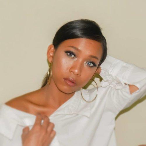 I miss my straight hair. 👀 Should I make straight again ? 🙈 . . . .  #sakuralisha #independentwoman #indonesianbeautyblogger  #eyebrow #straighthair #likesforlikes #beauty #makeup #beautybloggers #indobeautygram #lakmemakeup #indonesia #dagelan #followme #beautylook #beautyblogger #lookoftheday #makeuplook #makeupoftheday #jakarta #clozetteid #tannedgirl #likeforlike #makeuplooks #kulitsawomatang #indonesian