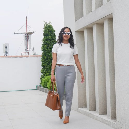 """<div class=""""photoCaption"""">Love my outfit today.Bag, shoe and belt are matching. 😍😍 and love this pants from @uniqloindonesia , really so comfortable and fit on me. 😋😋 Kemarin langsung beli celana ini 2 karena sangking nyamanya dan bisa di pake acara formal or casual . 😅😅 📷 @diitavampire ..... <a class=""""pink-url"""" target=""""_blank"""" href=""""http://m.id.clozette.co/search/query?term=sakuralisha&siteseach=Submit"""">#sakuralisha</a>  <a class=""""pink-url"""" target=""""_blank"""" href=""""http://m.id.clozette.co/search/query?term=independentwoman&siteseach=Submit"""">#independentwoman</a>  <a class=""""pink-url"""" target=""""_blank"""" href=""""http://m.id.clozette.co/search/query?term=indonesianbeautyblogger&siteseach=Submit"""">#indonesianbeautyblogger</a>   <a class=""""pink-url"""" target=""""_blank"""" href=""""http://m.id.clozette.co/search/query?term=jakartalife&siteseach=Submit"""">#jakartalife</a>   <a class=""""pink-url"""" target=""""_blank"""" href=""""http://m.id.clozette.co/search/query?term=fashions&siteseach=Submit"""">#fashions</a>  <a class=""""pink-url"""" target=""""_blank"""" href=""""http://m.id.clozette.co/search/query?term=hushpuppies&siteseach=Submit"""">#hushpuppies</a>  <a class=""""pink-url"""" target=""""_blank"""" href=""""http://m.id.clozette.co/search/query?term=blogger&siteseach=Submit"""">#blogger</a>  <a class=""""pink-url"""" target=""""_blank"""" href=""""http://m.id.clozette.co/search/query?term=beautybloggers&siteseach=Submit"""">#beautybloggers</a>  <a class=""""pink-url"""" target=""""_blank"""" href=""""http://m.id.clozette.co/search/query?term=beautybloggers&siteseach=Submit"""">#beautybloggers</a>  <a class=""""pink-url"""" target=""""_blank"""" href=""""http://m.id.clozette.co/search/query?term=traveller&siteseach=Submit"""">#traveller</a>  <a class=""""pink-url"""" target=""""_blank"""" href=""""http://m.id.clozette.co/search/query?term=lifestyle&siteseach=Submit"""">#lifestyle</a>  <a class=""""pink-url"""" target=""""_blank"""" href=""""http://m.id.clozette.co/search/query?term=indonesia&siteseach=Submit"""">#indonesia</a>  <a class=""""pink-url"""" target=""""_blank"""" href=""""http://m.id.clozette.co/search/query?term=curlyhair&sitese"""