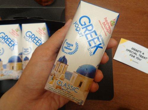 Beberapa hari lalu dapat hampers Greek Yogurt ini dari @cchannel_id dan reviewnya sudah tayang di blog http://www.rumahmayakania.com/2018/04/sehat-dengan-greek-yogurt.html Greek Yogurt ini terinspirasi dari orang-orang Yunani yang makan lebih sedikit tapi lebih lama kenyang. Ternyata rahasia mereka adalah karena mengonsumsi yogurt yang teksturnya cukup kental. Oh ya, yogurt sangat dianjurkan untuk dikonsumsi di pagi hari ya. Bakteri baik di usus akan bekerja lebih efektif melawan bakteri jahat saat perut kosong atau sebelum sarapan dengan mengkonsumsi Yogurt.  Selengkapnya mampir di blog ya..! #review #yogurt #greekyogurt #heavenlyblush #heavenlyblushyogurt #minumansehat #cchannelid #clozetteid #drink #healthydrink #updateblog