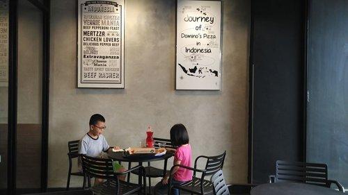 Yang punya voucher ini itu bisa dimanfaatkan saat liburan sekolah anak. Apalagi yang ada expirednya, harus segera dipakai biar ga mubazir. Syukurlah kalau voucher MAP ga ada expirednya, tapi tetap dipakainya saat perlu. Yah, misalnya pas masuk liburan sekolah ini. Suka bingung cari kegiatan buat anak. Yaudah deh, kita jalan kaki ke luar komplek dan makan pizza di gerai pizza dekat rumah.  #pizza #liburan #libursekolahanak #clozetteid #kids #havefunwithkids #kulinerzadanra #jalanjalanzadanra #petualanganzadanra #kakakdanadik #brotherandsister